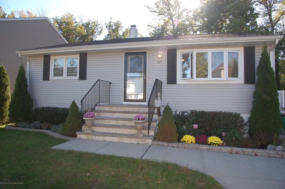 獨棟家庭住宅 為 出售 在 223 Raritan Street 223 Raritan Street Cliffwood Beach, 新澤西州 07735 美國