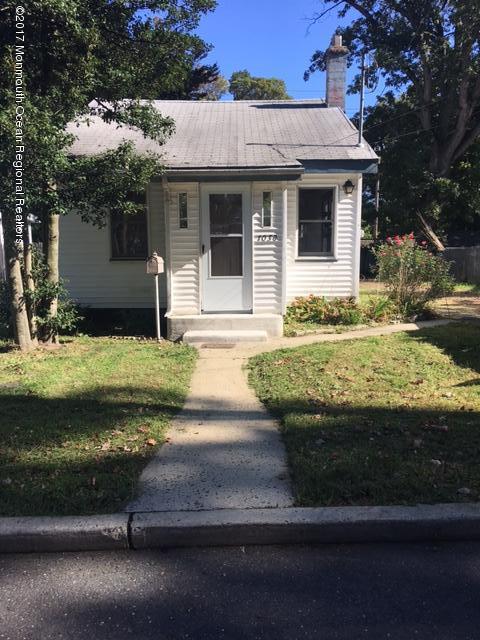 Einfamilienhaus für Verkauf beim 1038 Cook Avenue 1038 Cook Avenue Laurence Harbor, New Jersey 08879 Vereinigte Staaten