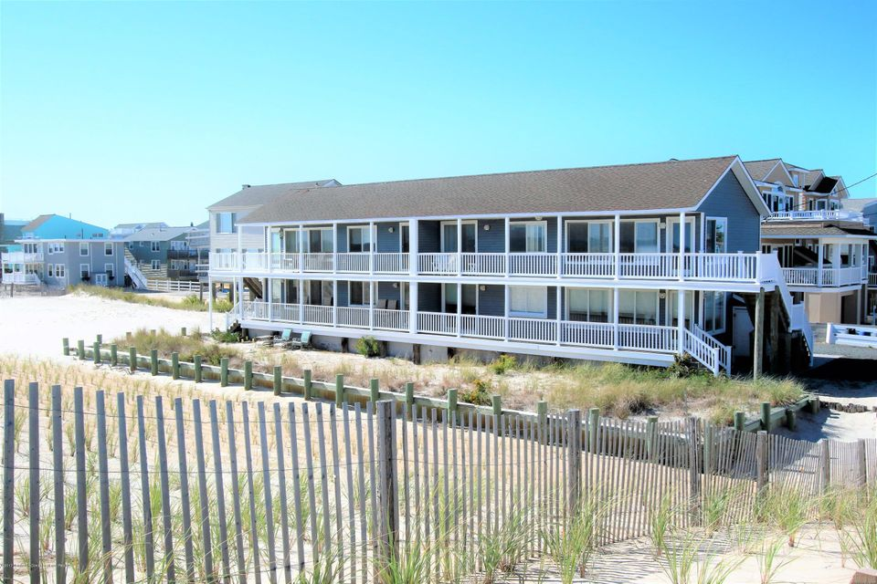 Single Family Home for Sale at 214 Leeward Avenue 214 Leeward Avenue Beach Haven, New Jersey 08008 United States