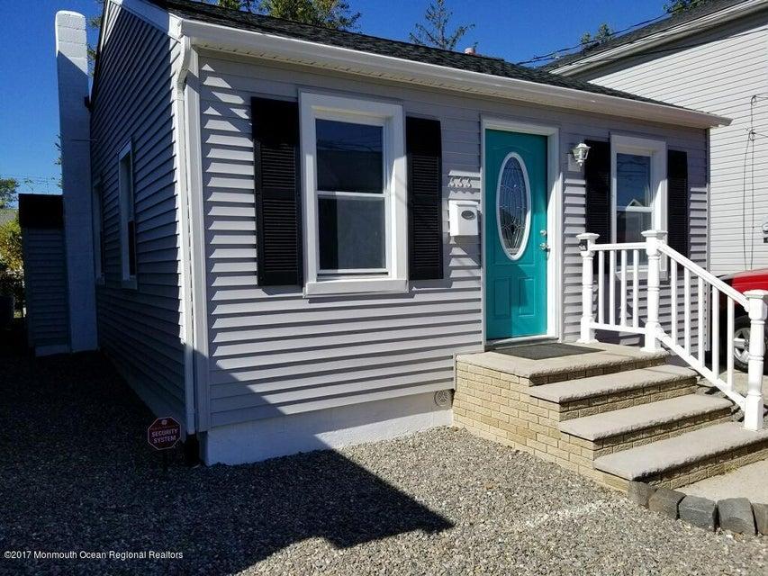 独户住宅 为 销售 在 333 Monroe Avenue 333 Monroe Avenue South Amboy, 新泽西州 08879 美国