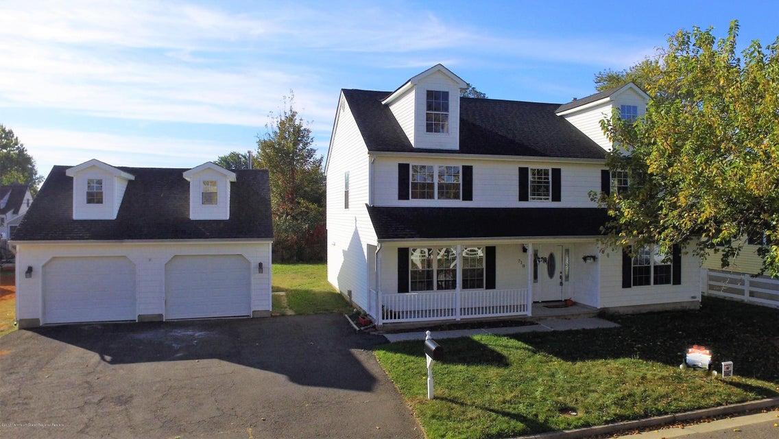 Single Family Home for Sale at 710 Lorillard Avenue 710 Lorillard Avenue Union Beach, New Jersey 07735 United States