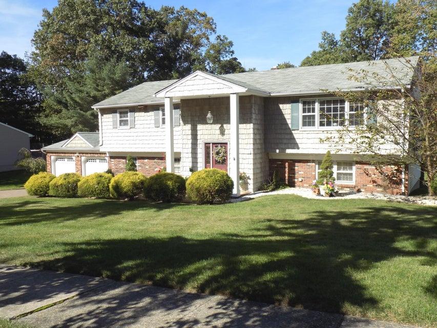 Casa para uma família para Venda às 53 Bosko Drive 53 Bosko Drive East Brunswick, Nova Jersey 08816 Estados Unidos