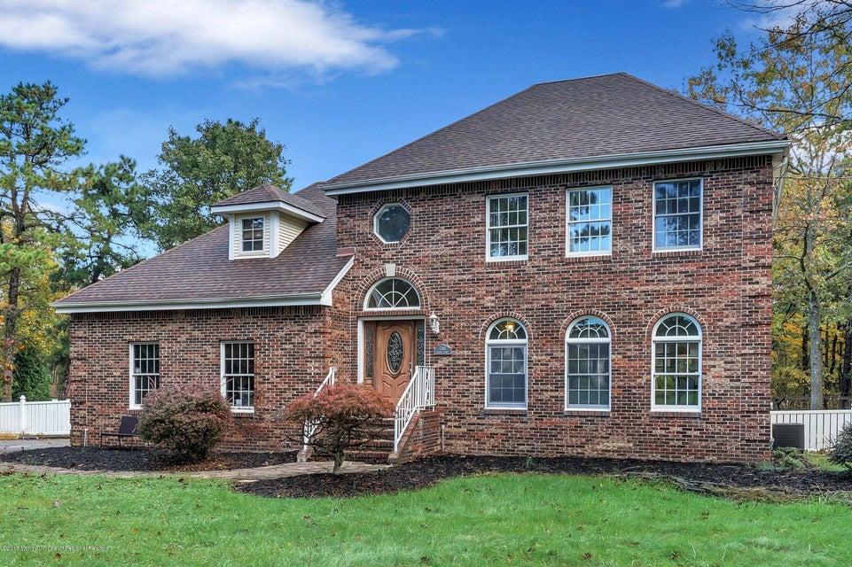 独户住宅 为 销售 在 1760 Chester Avenue 1760 Chester Avenue Whiting, 新泽西州 08759 美国