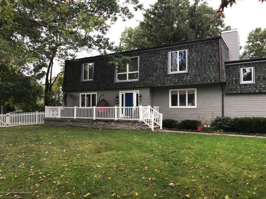 Maison unifamiliale pour l Vente à 15 Corey Drive 15 Corey Drive Oakhurst, New Jersey 07755 États-Unis