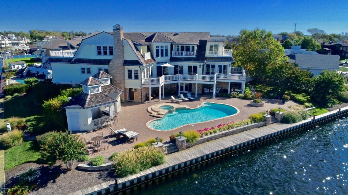 Villa per Vendita alle ore 24 Gull Point Road 24 Gull Point Road Monmouth Beach, New Jersey 07750 Stati Uniti