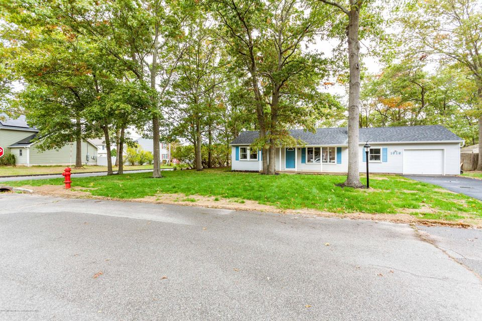 Maison unifamiliale pour l Vente à 1018 Chelsea Street 1018 Chelsea Street Lacey, New Jersey 08734 États-Unis