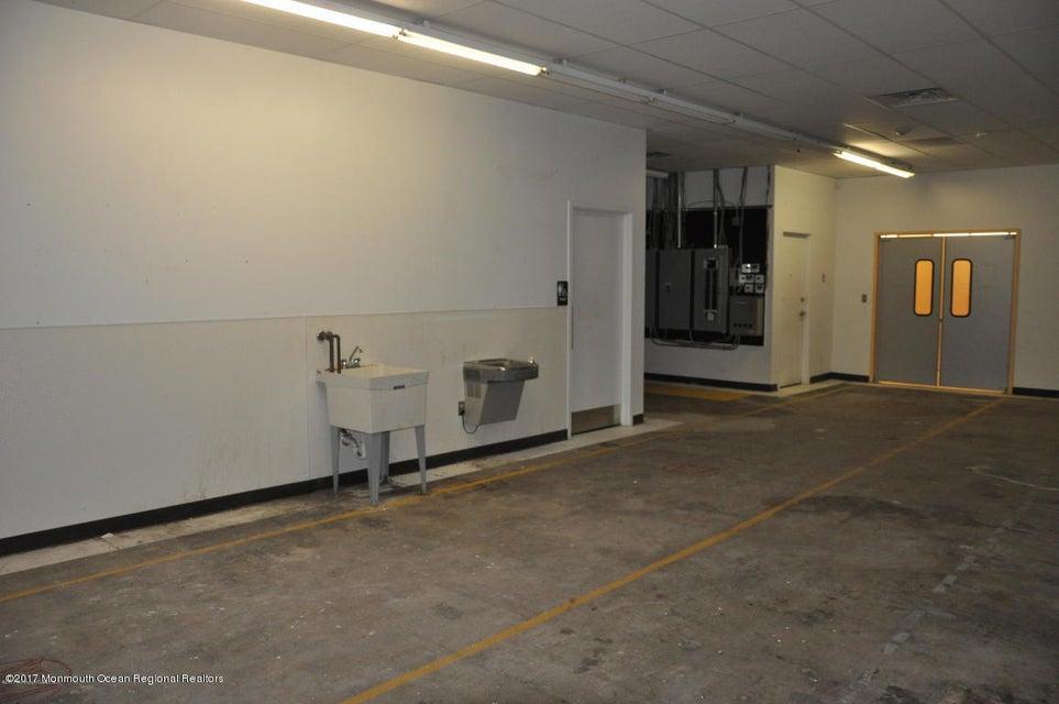 Additional photo for property listing at 919 Us 130 919 Us 130 Burlington City, Нью-Джерси 08016 Соединенные Штаты