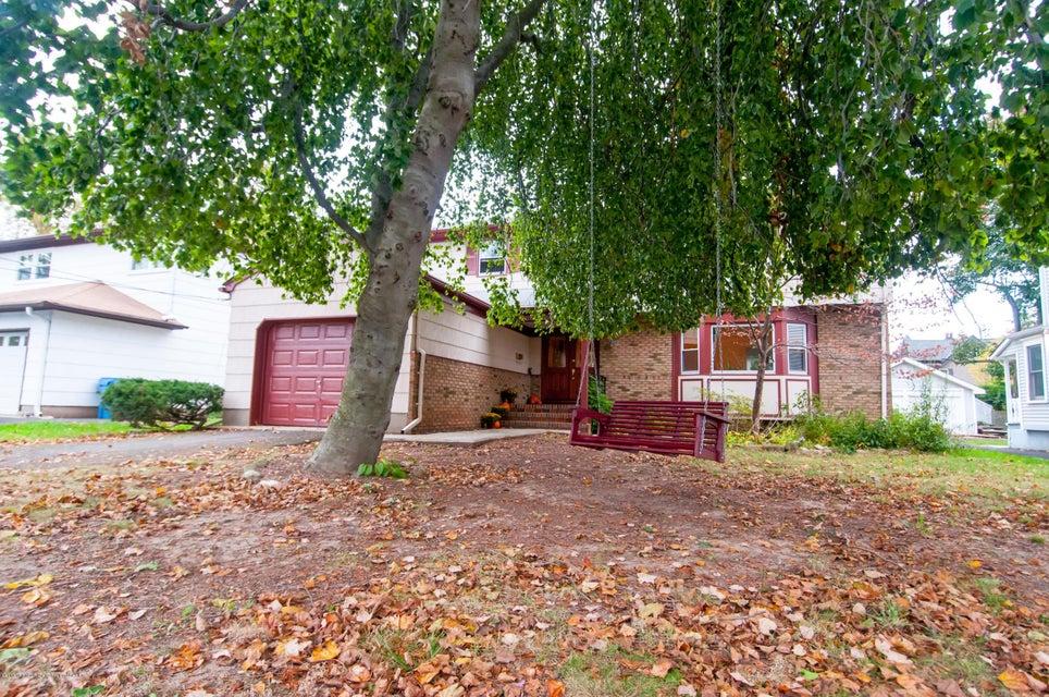 獨棟家庭住宅 為 出售 在 21 Carlton Road 21 Carlton Road Metuchen, 新澤西州 08840 美國