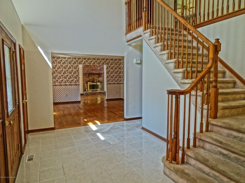 Additional photo for property listing at 1 Moonlight Court 1 Moonlight Court Millstone, Нью-Джерси 08510 Соединенные Штаты