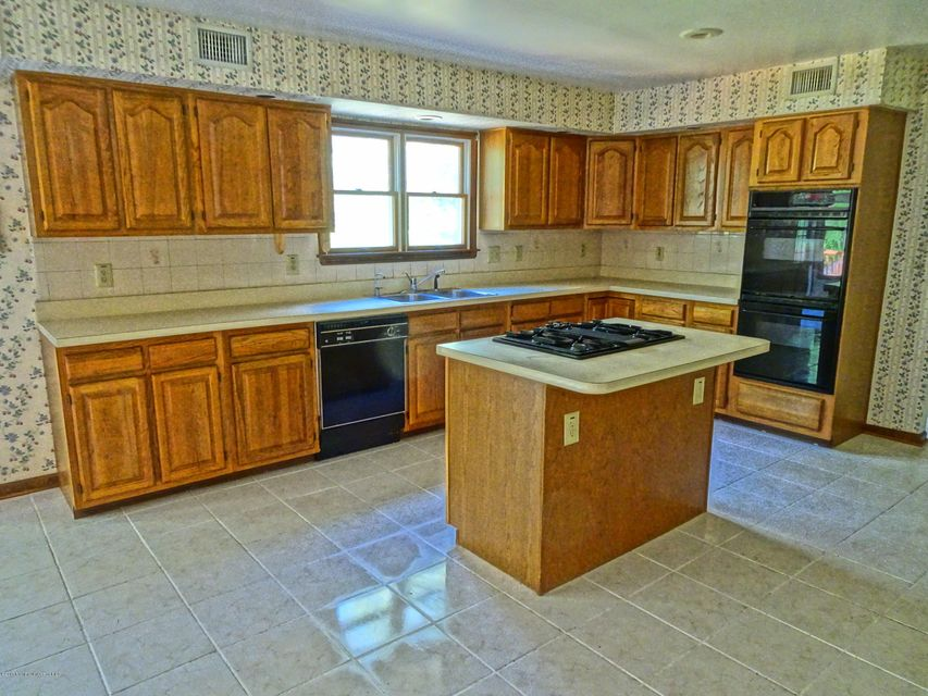 Additional photo for property listing at 1 Moonlight Court 1 Moonlight Court Millstone, New Jersey 08510 États-Unis