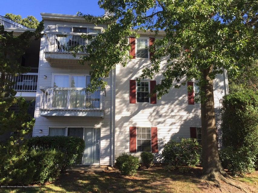 Condomínio para Locação às 373 Mcdowell Drive 373 Mcdowell Drive East Brunswick Township, Nova Jersey 08816 Estados Unidos