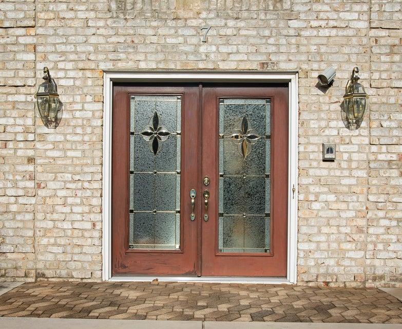 _RMJ4900.jpg front door
