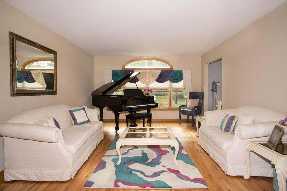_RMJ4919.jpg living room