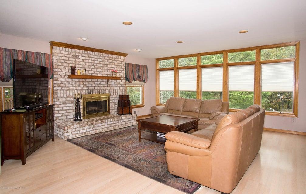 _RMJ4932.jpg family room