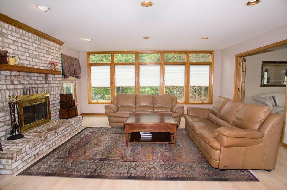 _RMJ4934.jpg family room