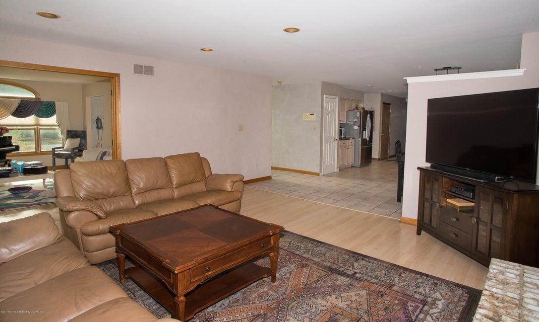 _RMJ4940.jpg famiy room