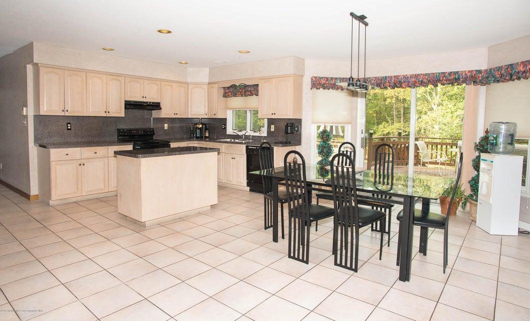 _RMJ4949.jpg kitchen