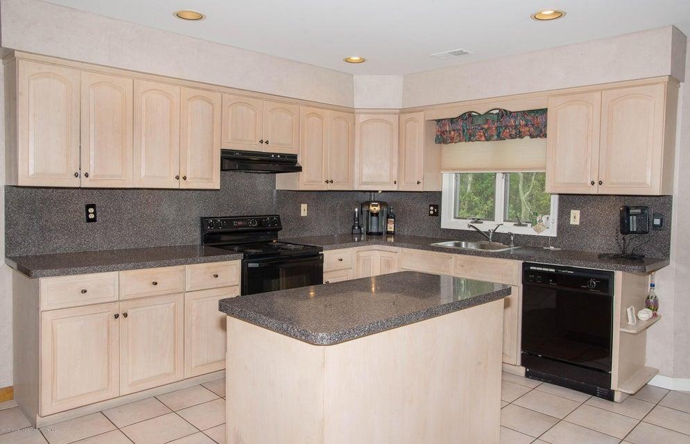 _RMJ4956.jpg kitchen