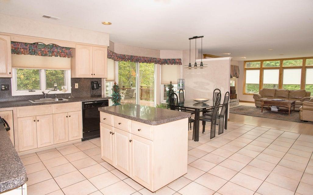 _RMJ4958.jpg kitchen