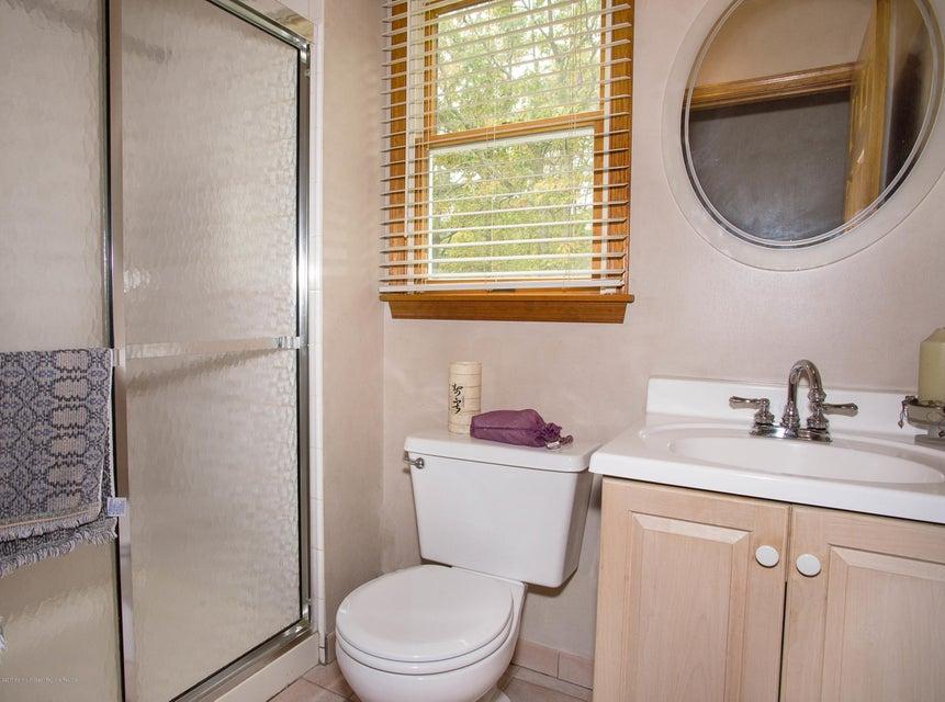 _RMJ4970.jpg downstairs bathroom