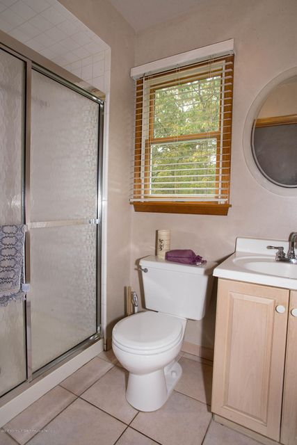 _RMJ4972.jpg downstairs bathroom