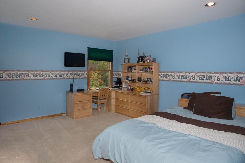 _RMJ4985.jpg 4th bedroom