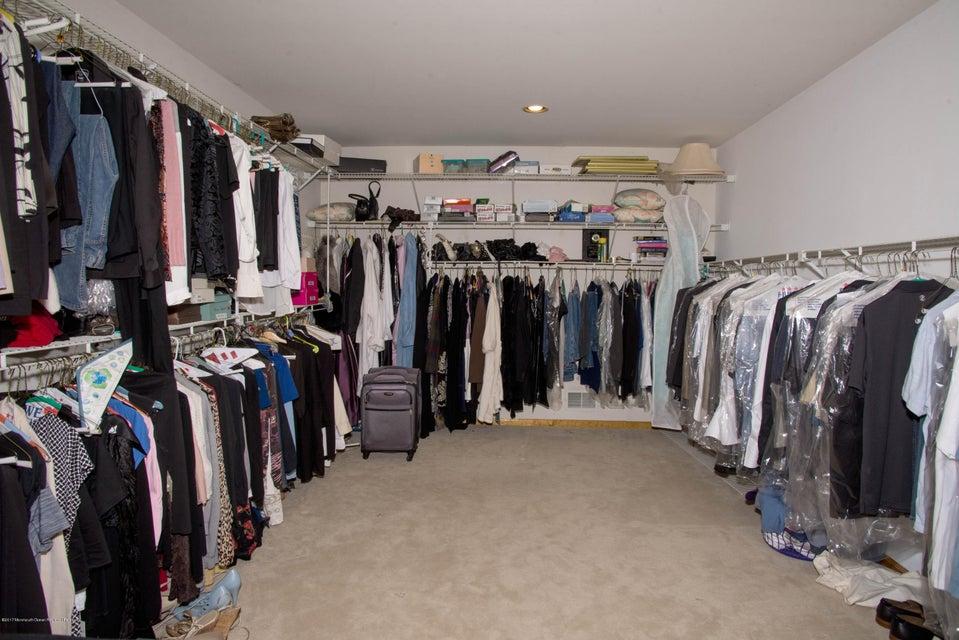 _RMJ4991.jpg walk in closet