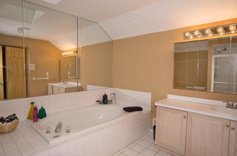 _RMJ5000.jpg master bath