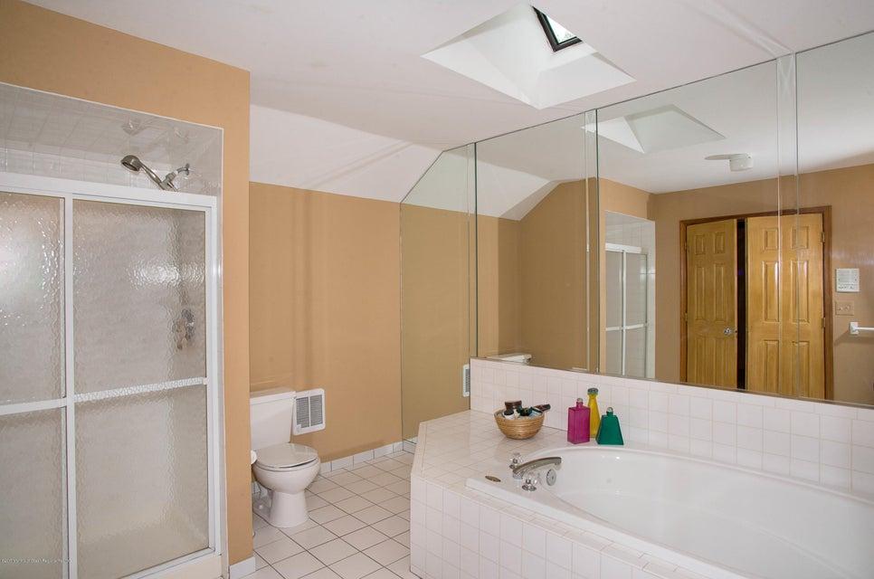 _RMJ5004.jpg master bath