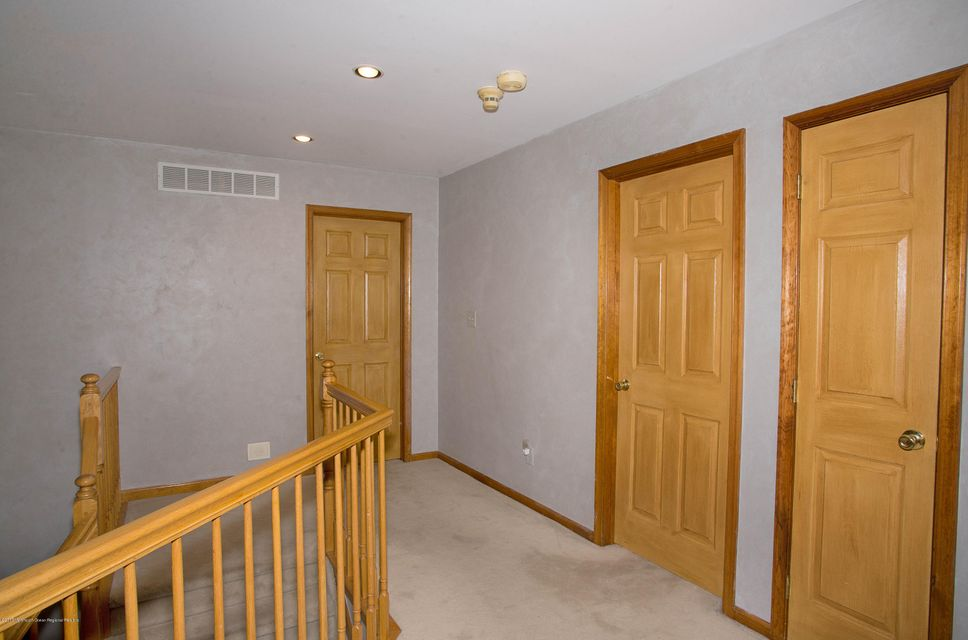 _RMJ5017.jpg hallway