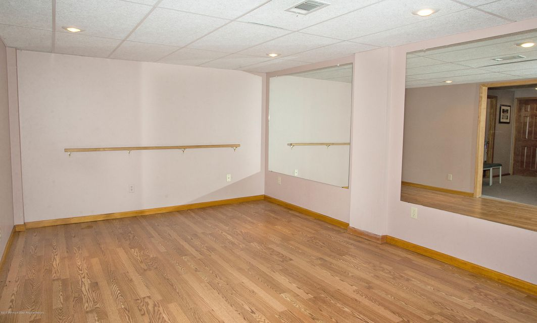 _RMJ5025.jpg basement