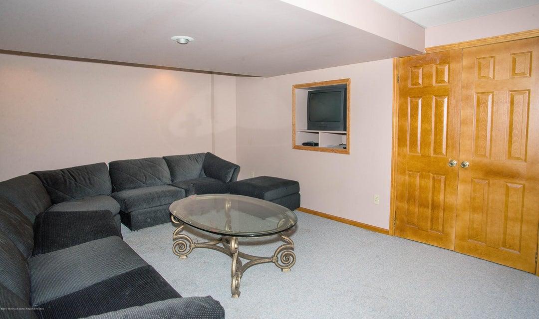 _RMJ5026.jpg basement