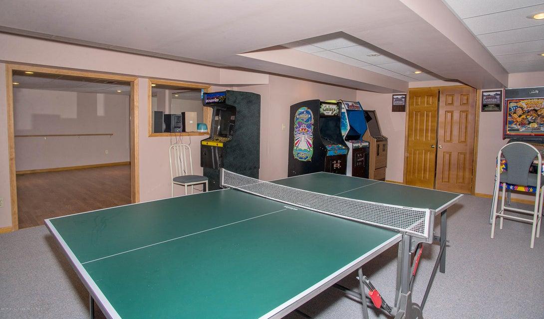 _RMJ5036.jpg basement