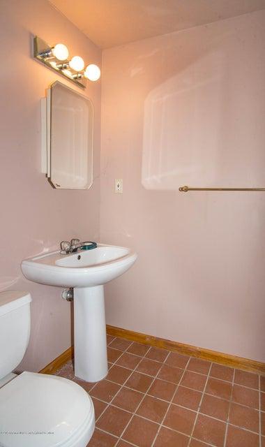 _RMJ5037.pse .jpg basement full bath