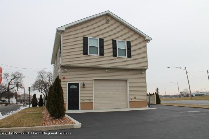 Maison unifamiliale pour l Vente à 1 Monroe Street 1 Monroe Street Keyport, New Jersey 07735 États-Unis
