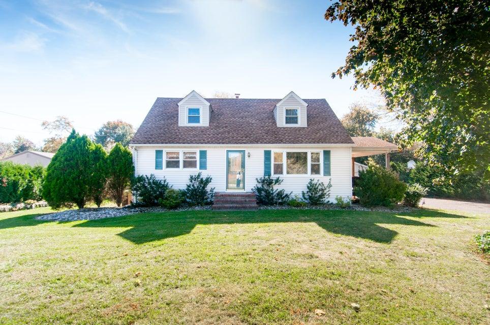 Einfamilienhaus für Verkauf beim 587 Rues Lane 587 Rues Lane East Brunswick, New Jersey 08816 Vereinigte Staaten