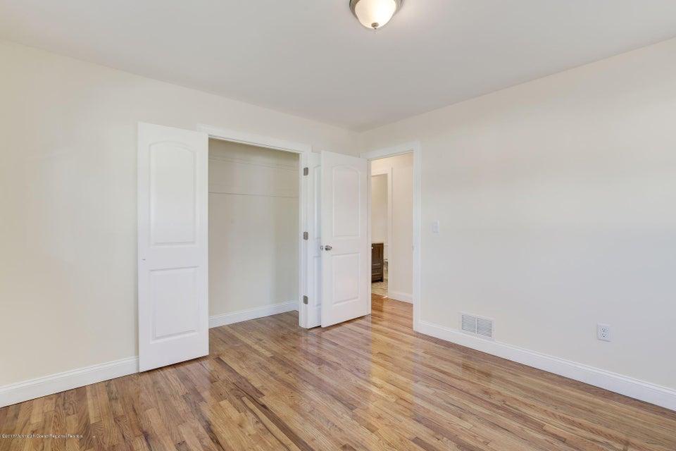 Additional photo for property listing at 95 Bentley Avenue 95 Bentley Avenue Old Bridge, 新泽西州 08857 美国
