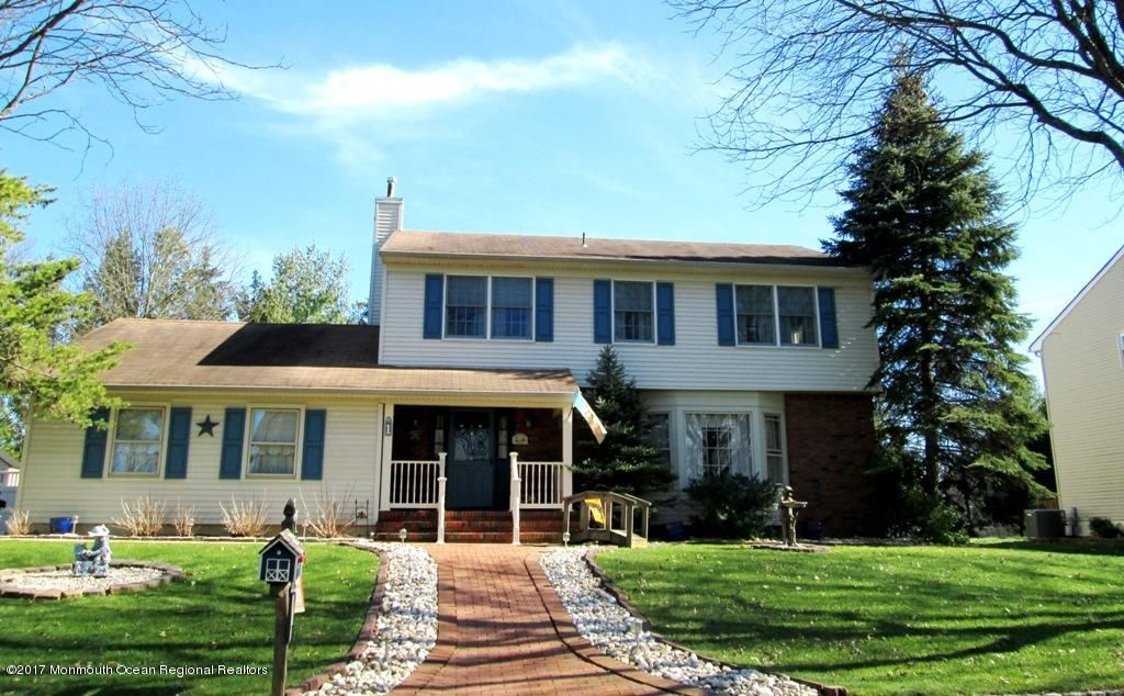 Single Family Home for Sale at 1 Whitetail Court 1 Whitetail Court Matawan, New Jersey 07747 United States