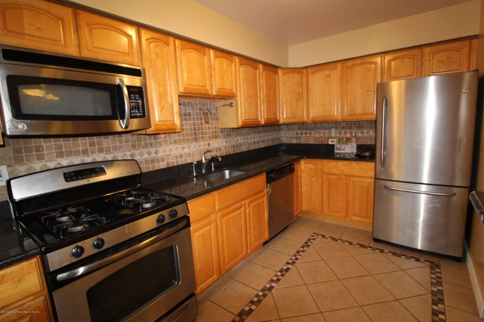 Additional photo for property listing at 15 York Drive 15 York Drive Edison, New Jersey 08817 Vereinigte Staaten