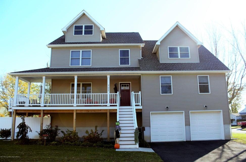 Maison unifamiliale pour l Vente à 302 Shore Road 302 Shore Road Union Beach, New Jersey 07735 États-Unis
