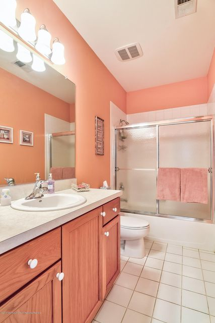 Additional photo for property listing at 61 Prusakowski Boulevard 61 Prusakowski Boulevard Parlin, New Jersey 08859 États-Unis