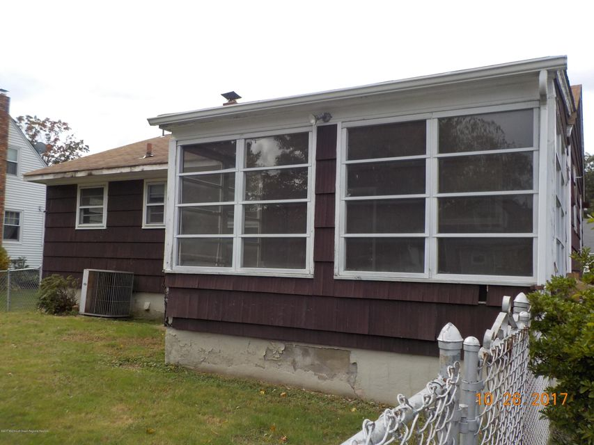 Additional photo for property listing at 111 Therese Avenue 111 Therese Avenue Keyport, New Jersey 07735 Vereinigte Staaten