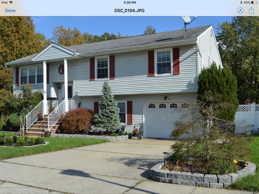 Single Family Home for Sale at 8 Colgate Court 8 Colgate Court Hazlet, New Jersey 07730 United States