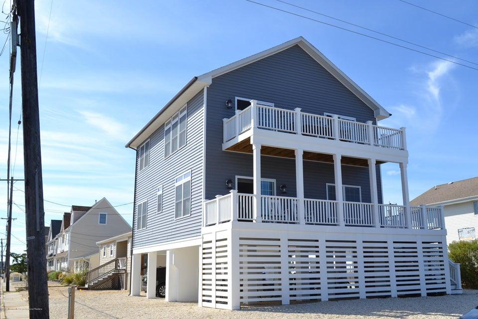 Single Family Home for Rent at 415 Daytona Drive 415 Daytona Drive Lavallette, New Jersey 08735 United States