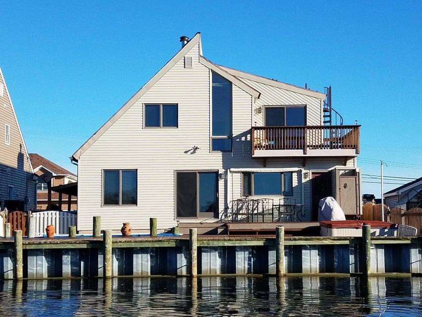 Maison unifamiliale pour l Vente à 1129 Laurel Boulevard 1129 Laurel Boulevard Lanoka Harbor, New Jersey 08734 États-Unis
