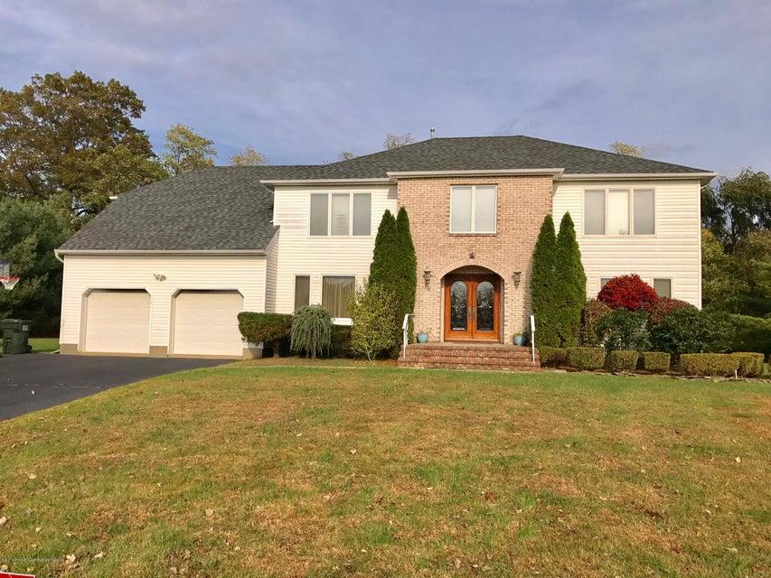 Maison unifamiliale pour l Vente à 16 Musket Lane 16 Musket Lane Eatontown, New Jersey 07724 États-Unis