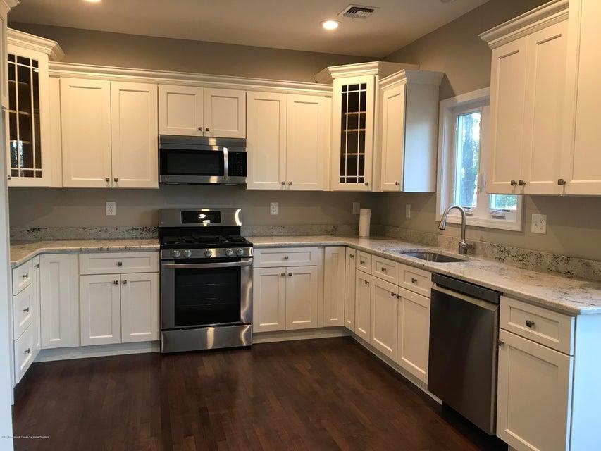 一戸建て のために 売買 アット 646 Center Avenue 646 Center Avenue Belford, ニュージャージー 07718 アメリカ合衆国