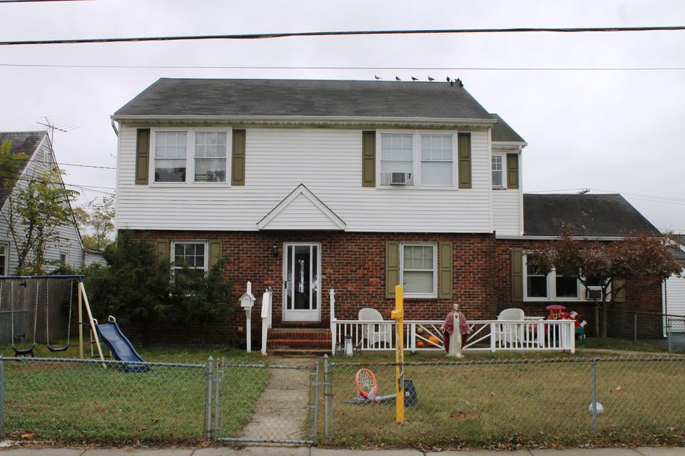 Single Family Home for Sale at 24 Lorraine Place 24 Lorraine Place North Middletown, New Jersey 07748 United States