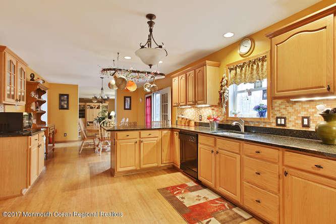 Maison unifamiliale pour l Vente à 186 Arnold Boulevard 186 Arnold Boulevard Howell, New Jersey 07731 États-Unis