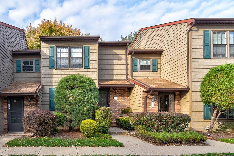 Maison unifamiliale pour l Vente à 71 Pheasant Run 71 Pheasant Run Edison, New Jersey 08820 États-Unis